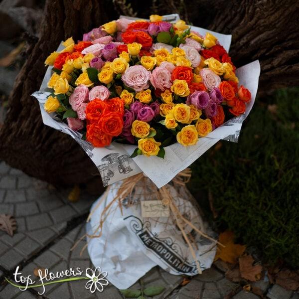 Кръгъл букет от 31 мини рози микс