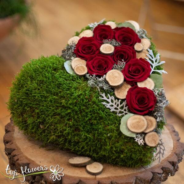 Аранжировка с вечни рози | Горска любов