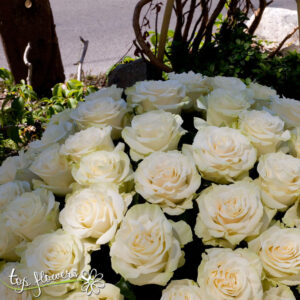 Basket 101 White Roses