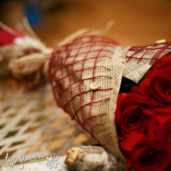 Класически букет от 11 червени рози