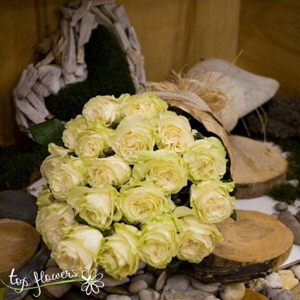 Класически букет от 21 бели рози