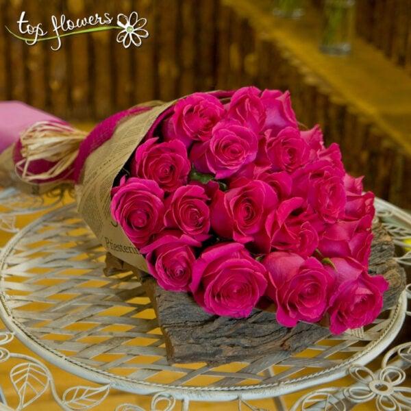 Класически букет от 11 цикламени рози