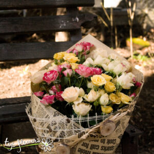 Classic bouquet of 11 mini roses mix