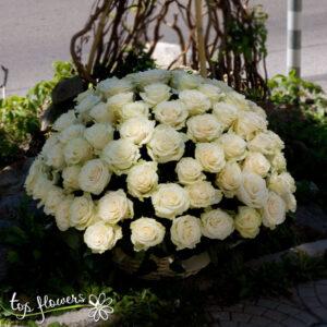 Кошница 101 бели рози