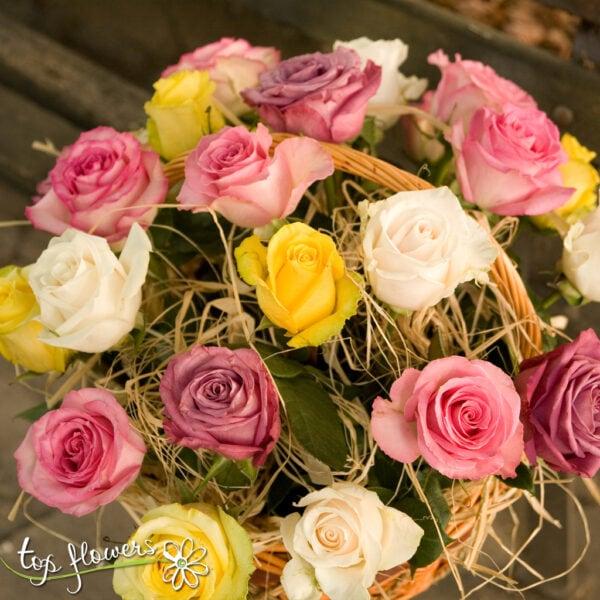 Кошница 25 разноцветни рози микс