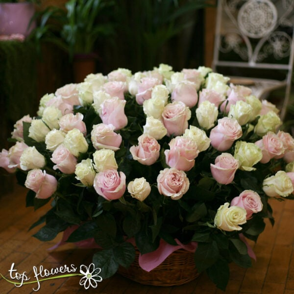 BASKET 101 WHITE AND PINK ROSES