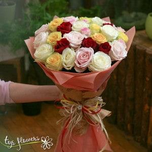 kragal buket ot 31 raznotsvetni rozi 03